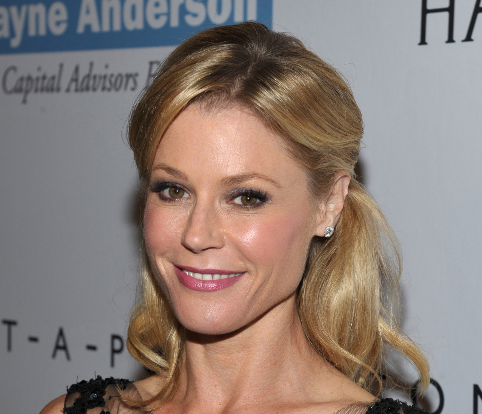 Julie Bowen Breast Implants Plastic Surgery Before And